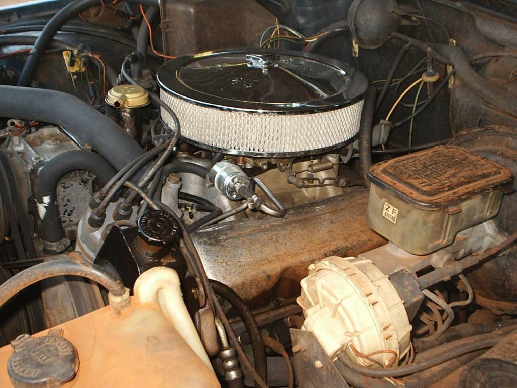 1988 Jeep Grand Wagoneer 35″ TIRES.