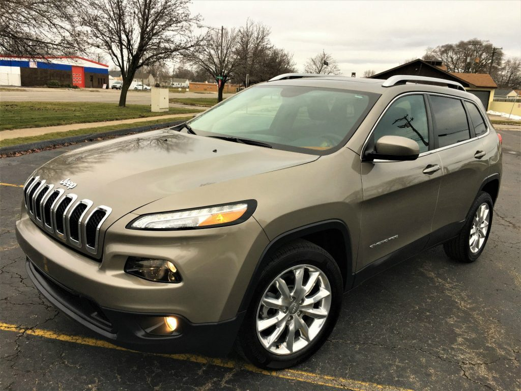 2016 Jeep Cherokee Limited Sport Utility 4-Dr 2.4L