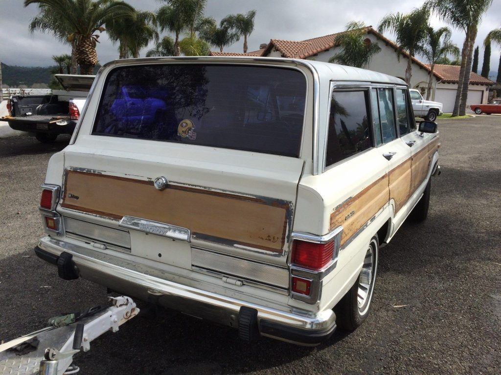 1983 Jeep Wagoneer Brown wood look