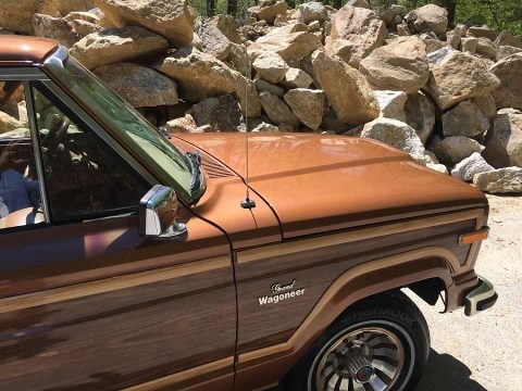 1985 Jeep Wagoneer Woody 4×4 V8 for sale