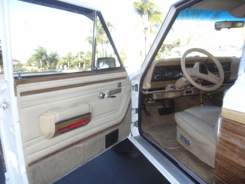 1989 Jeep Grand Wagoneer 5.9 Crate Motor
